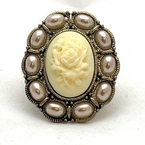Jewelry - Off White Rose Cameo Pearl Ring Cream Flower